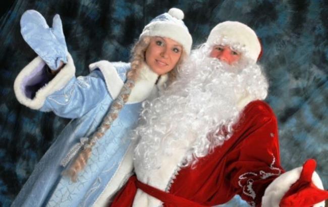 Фото: Улюблені персонажі дітвори на новорічних ранках - Дід Мороз І Снігуронька