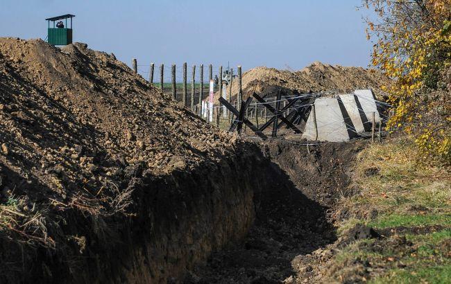 Фото: Україна продовжує обладнати протитанкові рови