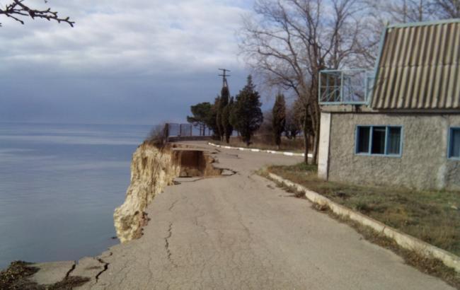 В Крыму обвалился берег у одной из турбаз