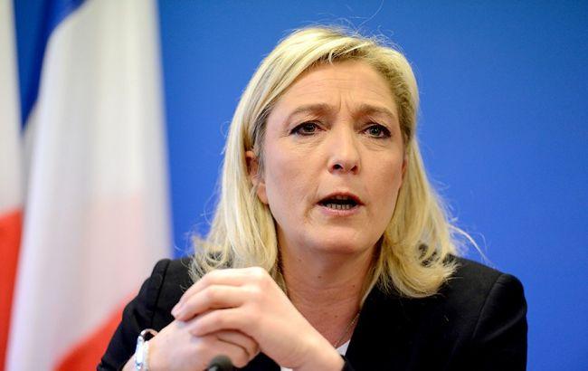 Теракти у Франції: лідер ультраправих Ле Пен закликала закривати мечеті