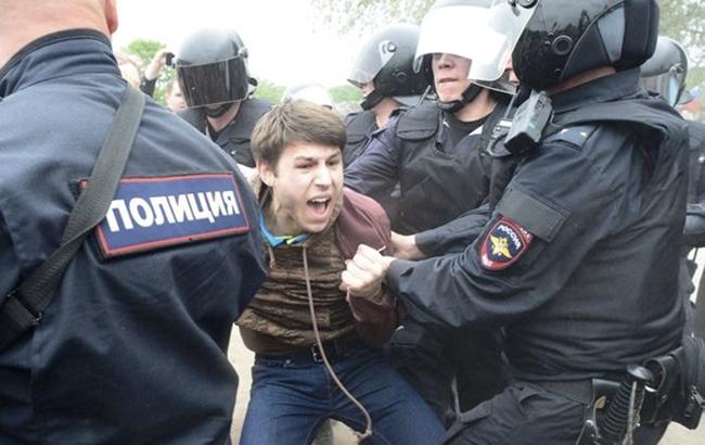 УРосії на мітингах опозиції затримали вже більше 700 людей