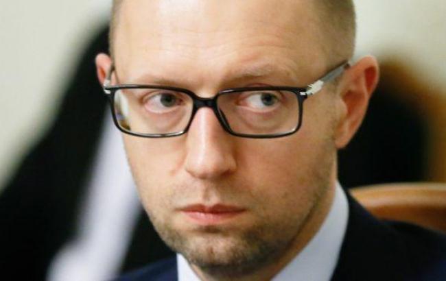 Яценюк: борги Донецька і Луганська за світло і газ будуть компенсовані з резервів соцвиплат