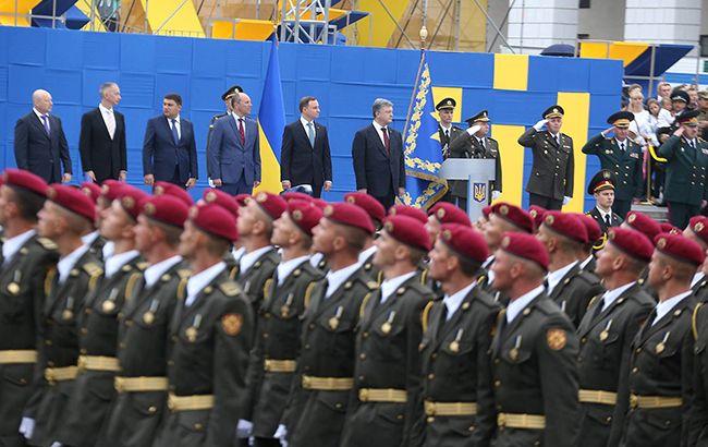 Фото: на Крещатике прошел военный парад