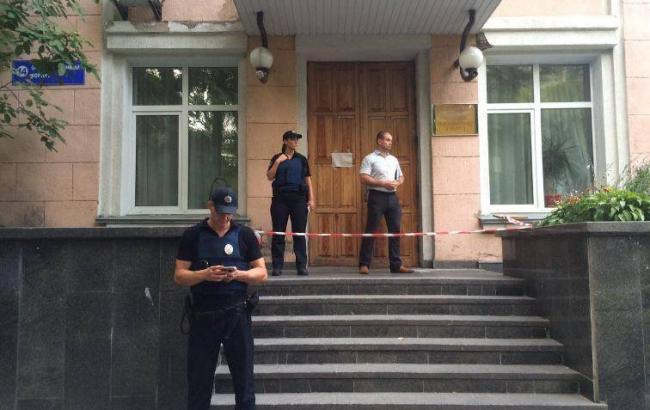 Фото: стрілянина у лікарні Києва