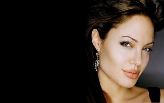 """Анджелина Джоли """"засветилась"""" с новым мужчиной"""