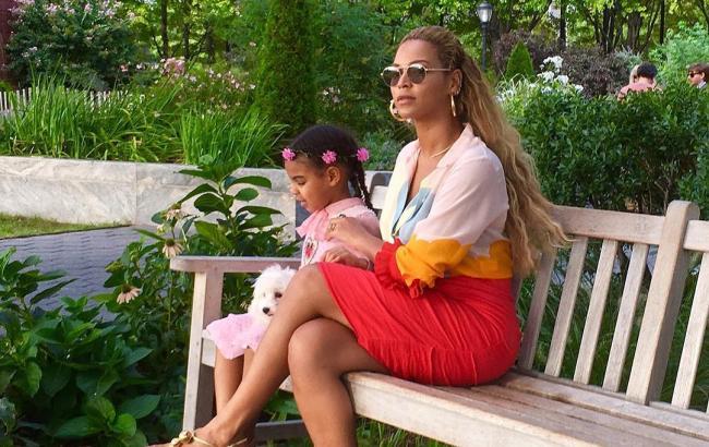 Бейонсе показала фігуру через місяць після народження двійні