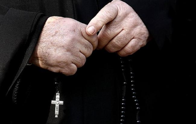 Харківський священик-сепаратист купує любов за гроші