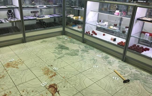 Фото: пограбування ювелірного магазину у Києві