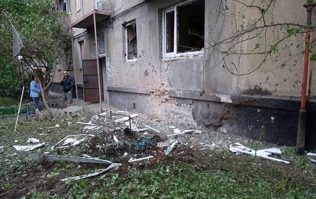 Фото: обстріл на території Луганська