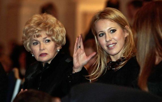 Фото: Ксенія Собчак з мамою (medikforum.ru)