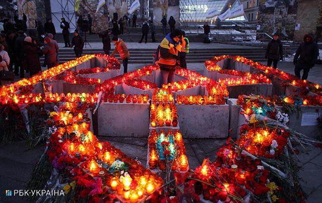 Фото: уряд виділив кошти сім'ям загиблих на Майдані (РБК-Україна)