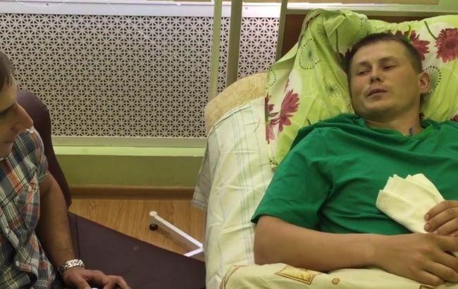 Фото: российский журналист берет интервью у Александра Александрова