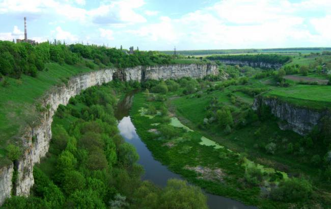 Фото: Каньйон річки Смотрич (k-p.net.ua)
