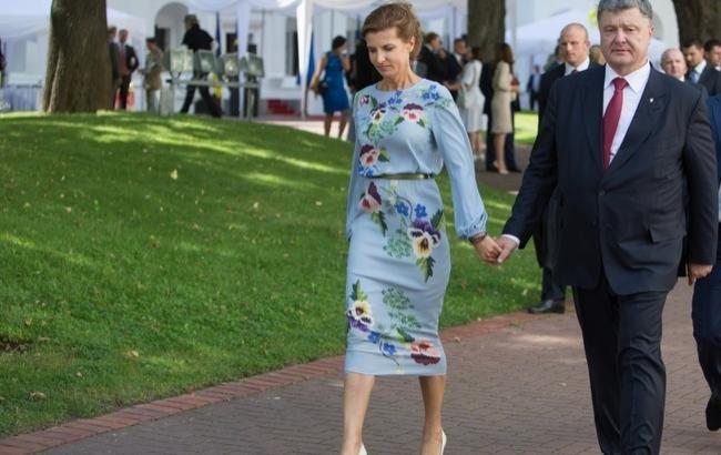 Резко патриотичное платье Марины Порошенко удивило пользователей сети