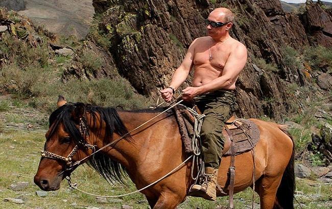 Фото: путин на коне (zmatik.livejournal.com)