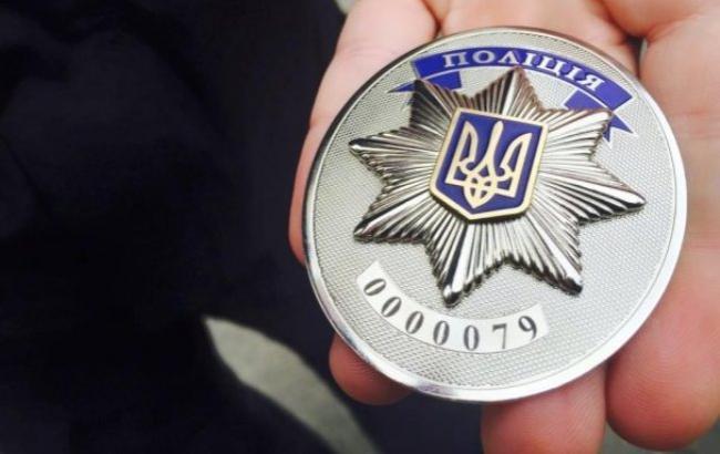 Фото: полицейский значок (antikor.com.ua)