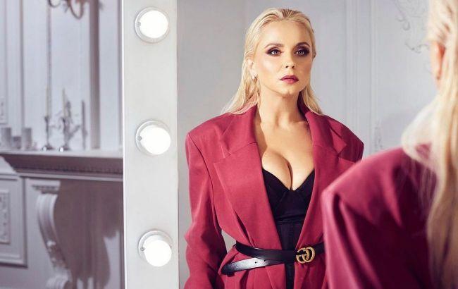 Чарівна: Лілія Ребрик в червоному піджаку вразила фанатів красою