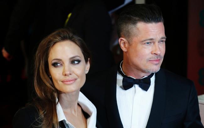 Фото: Анджеліна Джолі і Брєд Пітт (svopi.ru)