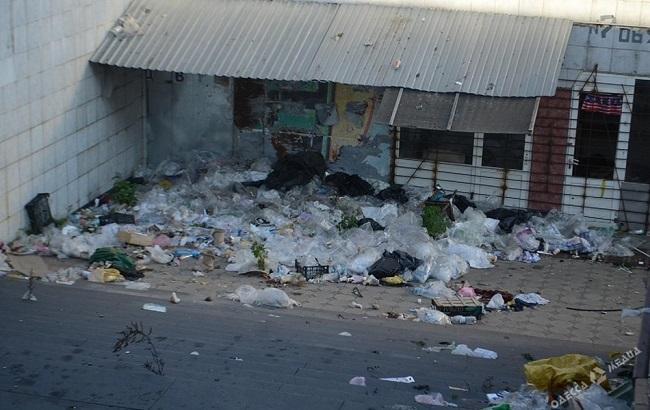 Одеський Привоз перетворився на смітник: моторошні фото