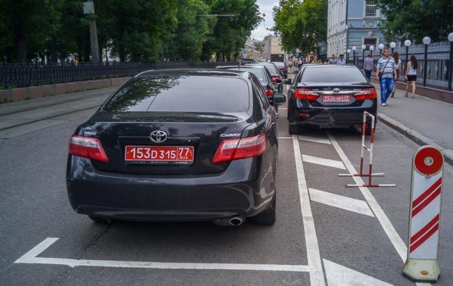 Фото: З машини консула Росії зняли дипломатичні номери (politeka.net)