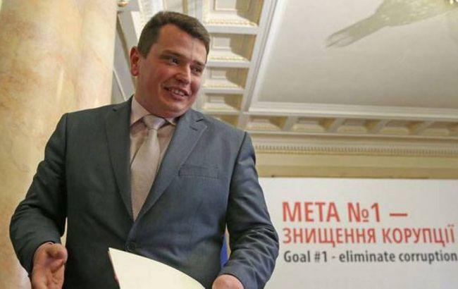 Руководитель  НАБУ Сытник показал свою декларацию одоходах