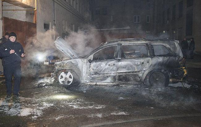 Фото: сгоревший автомобиль