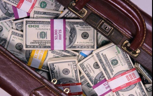 Фото: у жителя Киева отобрали сумку с 365 тыс. долларов