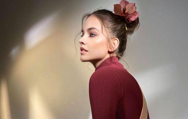 Гладкая или в рубчик: стилист показала, как стильно носить водолазку в 2021