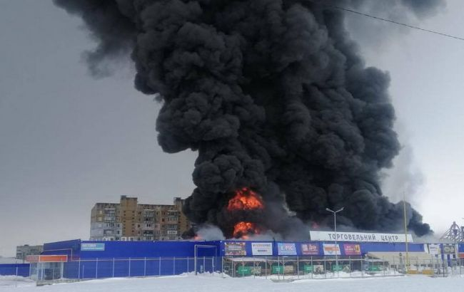 """Пожежа в """"Епіцентрі"""": людей евакуювали, постраждалих немає"""