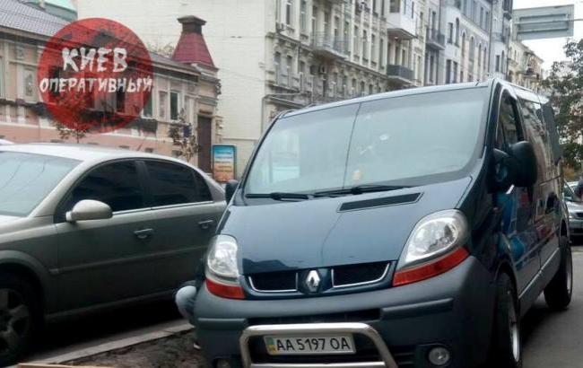 """Фото: """"Герой паркування"""" (facebook.com/KyivOperativ)"""