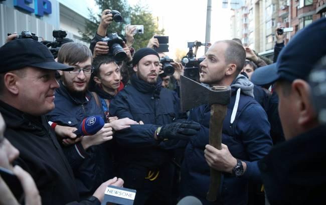 "Фото: Пикет возле ""Интера"" (Виталий Носач, РБК-Украина)"