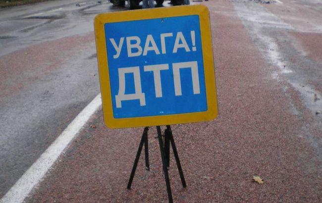 Фото: в Луганській області перекинувся автомобіль
