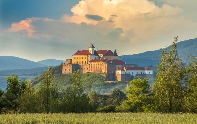 Фото: Замок Паланок (karpaty.ua)
