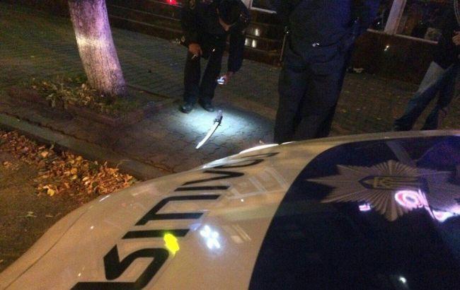 Фото: поліція вилучила меч у затриманого в Кременчуці