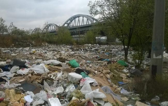 Фото: Величезне звалище сміття (facebook.com/oleksandr.sokolenko)