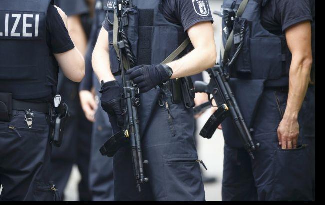 ВБерлине милиция застрелила мигранта, напавшего сножом насоседа пообщежитию