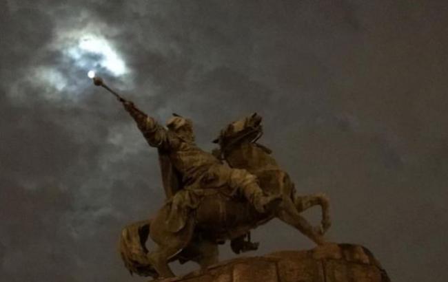 Фото: Памятник Богдану Хмельницкому (facebook.com/1plus1.Rus.Senichkin)
