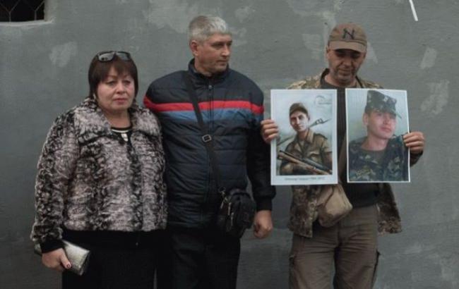 Фото: Батьки загиблого бійця (iz.com.ua)