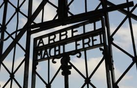 Фото: Ворота концтабору Дахау