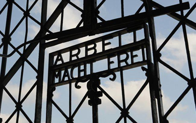 Фото: Ворота концлагеря Дахау