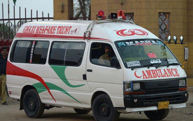 Насеверо-востоке Пакистана грузовой автомобиль протаранил сооружение школы