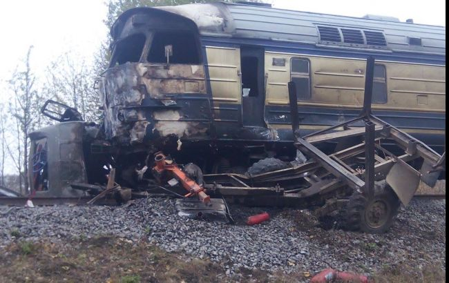 Фото: у Вінницькій області вантажівка зіткнулася з потягом