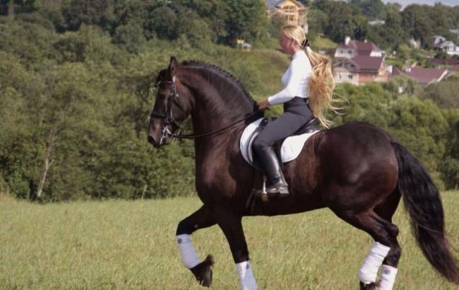 Російську вершницю відсторонили від змагань за жорстоке поводження з конем