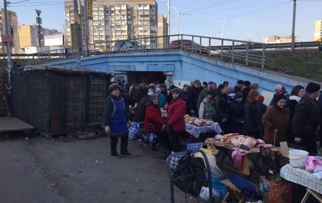 """Фото: Вход на станцию """"Героев Днепра"""" (facebook.com)"""