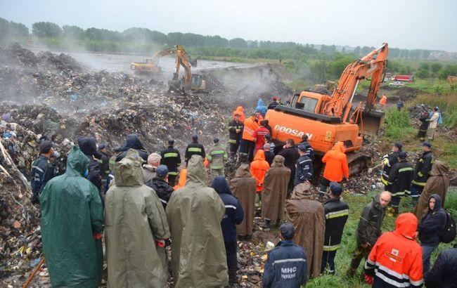 Фото: обвал мусора на свалке под Львовом