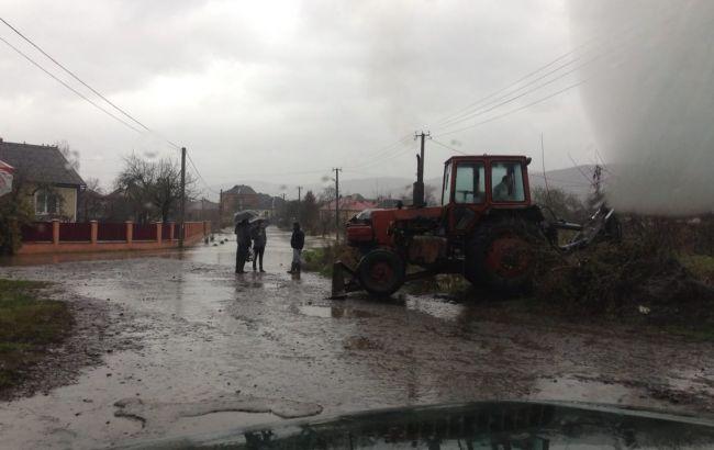 Фото: підтоплення дворогосподарств у Закарпатті