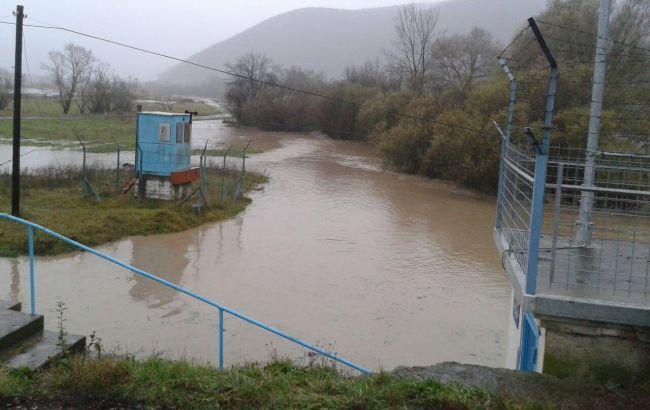 Фото: паводок на Закарпатье пошел на спад