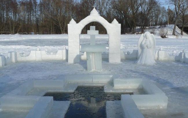 Фото: Крещенские купания в проруби (facebook.com/Varosh)