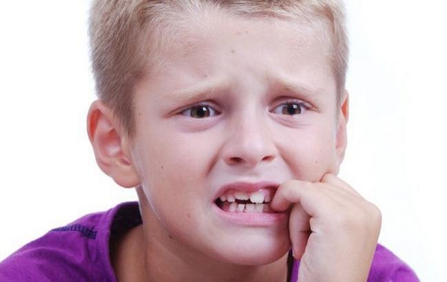 Фото: как отучить ребенка гроызть ногти (nogtipro.com)