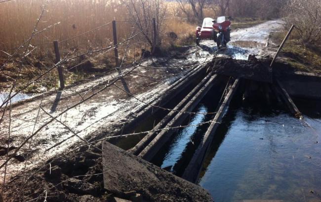 У Луганській області російські окупанти підірвали міст